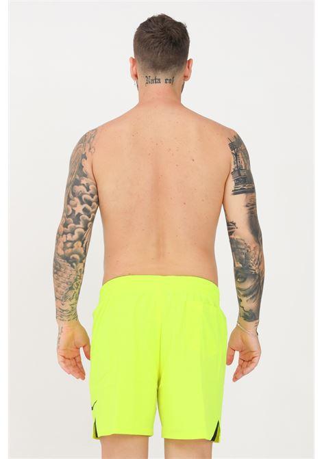 Shorts mare uomo giallo fluo nike con logo e spacchetti a contrasto NIKE   Beachwear   NESSA480-737737