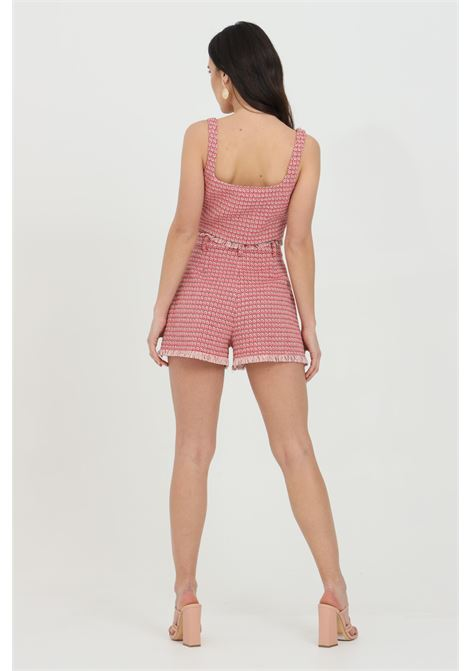 Shorts donna rosa-rosso pinko casual con fondo sfrangiato. Tasche laterali e chiusura con bottone e zip PINKO | Shorts | 1G15RW-8425RN6