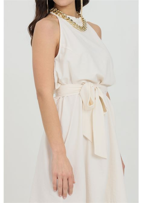 White dress with gold necklace and belt at waist. Pinko PINKO | Dress | 1G161T-8270C03
