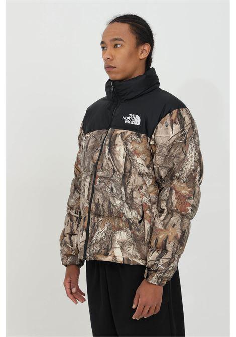 Giubbotto uomo multicolor the north face piumino stampato con zip e cappuccio removibile THE NORTH FACE | Giubbotti | NF0A3C8D04710471