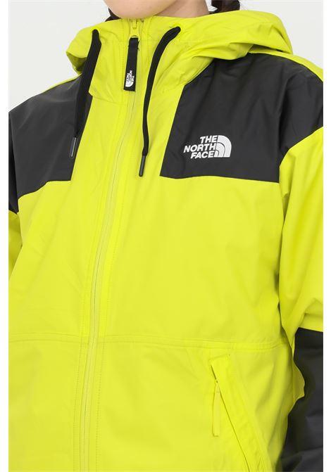 Giubbotto sheru donna giallo the north face giacca a vento chiusura con zip, due tasche laterali e polsini elasticizzati THE NORTH FACE | Giubbotti | NF0A4C9HJE31JE31