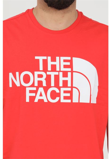 Red t-shirt with front print, short sleeve. Comfortable model. The north face THE NORTH FACE | T-shirt | NF0A4M7XV331V331