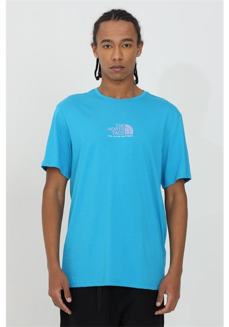 Light blue t-shirt with front logo in contrast, short sleeve. Comfortable model. The north face  THE NORTH FACE   T-shirt   NF0A4SZUD7R1D7R1
