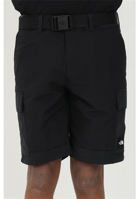 Black shorts with side pockets and belt at the waist, small logo in contrast. The north face  THE NORTH FACE | Shorts | NF0A4T22JK31JK31