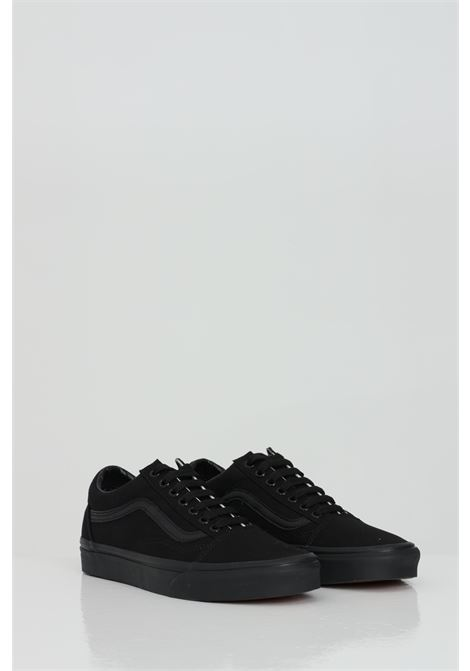 Black Old Skool sneakers in solid color with tone on tone logo, closure with laces. Vans   VANS | Sneakers | VN000D3HBKA1BKA1
