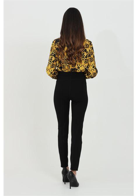 Pantalone donna nero Versace Jeans Couture casual in tinta unita modello skinny. Modello a vita alta con 5 tasche VERSACE JEANS COUTURE   Pantaloni   A1HWA10911708899