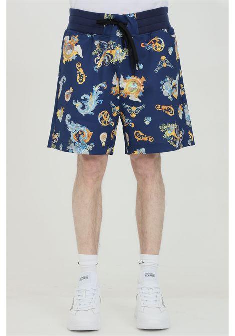 Shorts uomo a fantasia Versace Jeans Couture casual con molla in vita e stampa pattern blu VERSACE JEANS COUTURE   Shorts   A4GWA122S0999200
