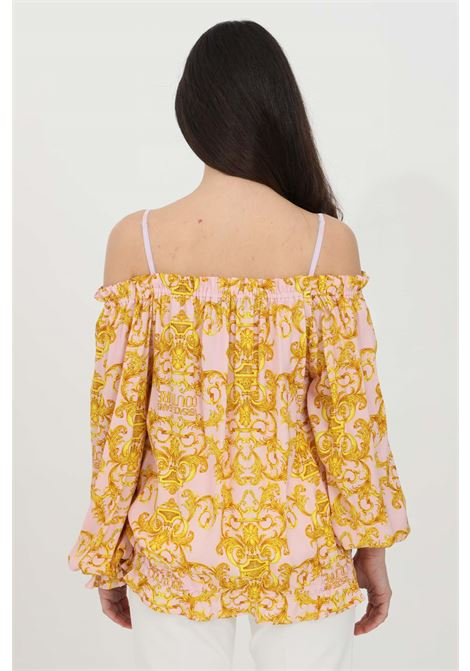 Pink blouse with baroque print. Spring at the bottom and at the neckline. Off shoulders. Comfortable model VERSACE JEANS COUTURE | Blouse | B0HWA623S0990402