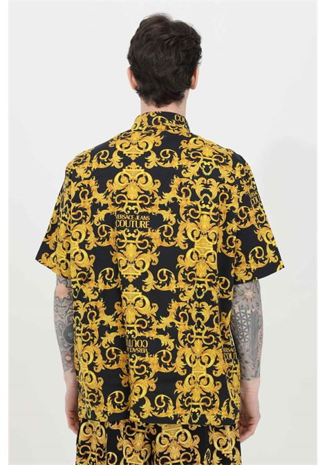 Black shirt with allover baroque print. Regular collar and button closure. Short sleeves, comfortable model. Brand: Versace Jeans Couture VERSACE JEANS COUTURE | Shirt | B1GWA6B4S0152899