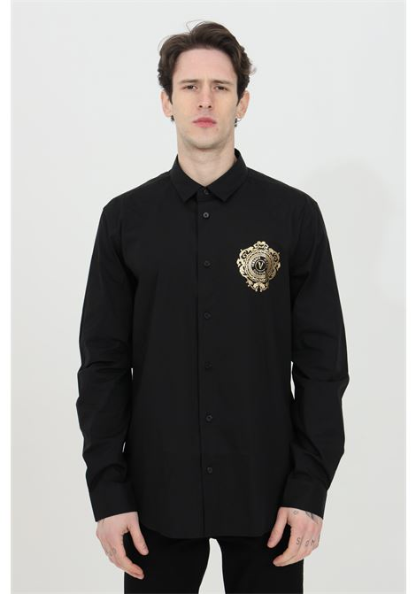 Black shirt with contrasting logo on the chest, front closure with buttons, classic collar, long sleeves and tight cuffs. Brand: Versace Jeans Couture VERSACE JEANS COUTURE | Shirt | B1GWA6S530421899
