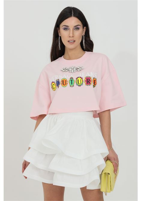 Pink t-shirt with front logo and jewel at neck, short sleeves. Short cut. Brand: Versace Jeans Couture VERSACE JEANS COUTURE | T-shirt | B2HWA7PB30439402
