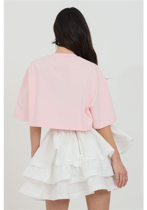 T-shirt donna rosa confetto Versace Jeans Couture manica corta taglio corto con logo frontale e gioiello al collo VERSACE JEANS COUTURE   T-shirt   B2HWA7PB30439402