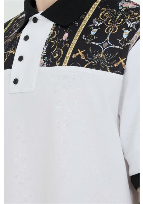 Polo uomo bianca versace jeans couture con stampa sulle spalle VERSACE JEANS COUTURE | Polo | B3GWA72513959003