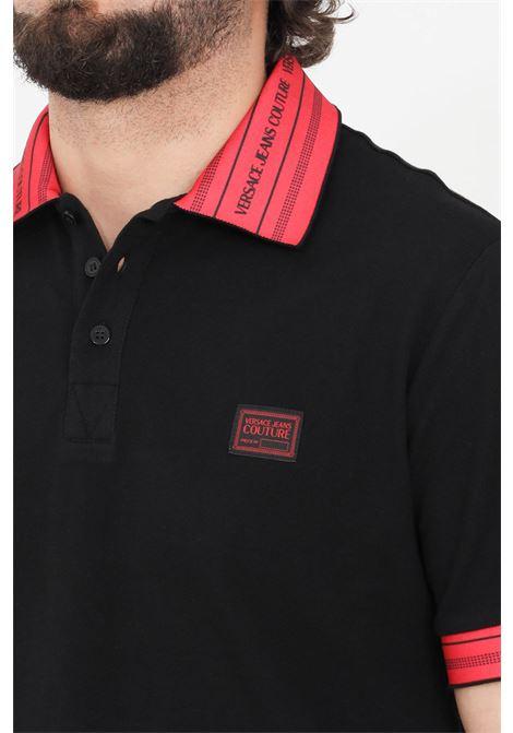 Polo uomo nero versace jeans couture con colletto a contrasto VERSACE JEANS COUTURE | Polo | B3GWA7T136571N84