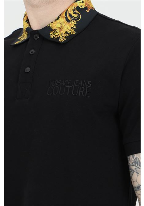 Black polo shirt with characteristic baroque print. Brand: Versace jeans couture VERSACE JEANS COUTURE | Polo Shirt | B3GWA7T236571K42