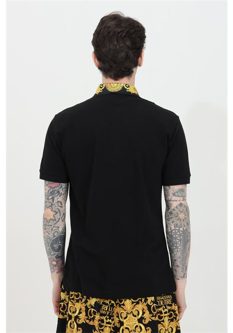 Polo uomo nera versace jeans couture con caratteristica stampa barocca VERSACE JEANS COUTURE | Polo | B3GWA7T236571K42