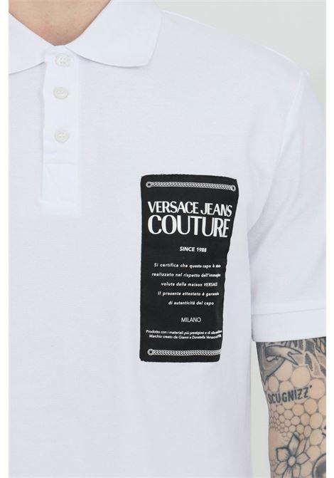 Polo uomo bianca versace jeans couture con patch logo frontale e caratteristico colletto con bottoni VERSACE JEANS COUTURE | Polo | B3GWA7T936571003