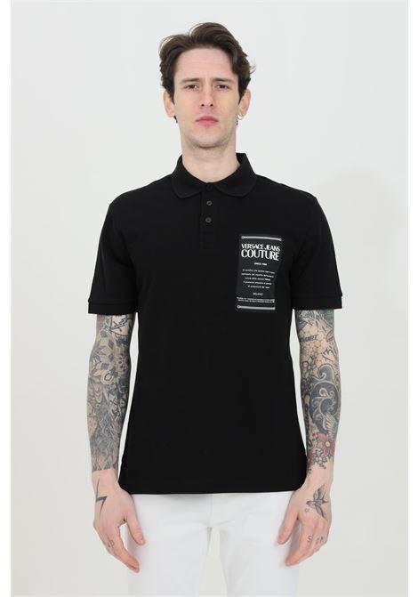 Polo uomo nera versace jeans couture con patch logo frontale e caratteristico colletto con bottoni VERSACE JEANS COUTURE | Polo | B3GWA7T936571899