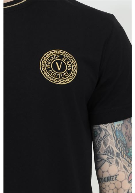 T-shirt uomo nera versace jeans couture manica corta con logo ricamato in oro VERSACE JEANS COUTURE | T-shirt | B3GWA7TF30319K42