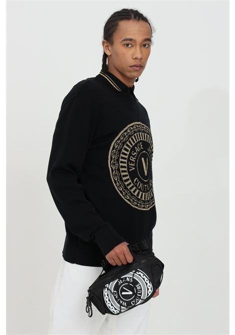 Black sweater with metal logo on the front, crew neck model. Brand: Versace jeans couture VERSACE JEANS COUTURE | Knitwear | B5GWA81250650O13
