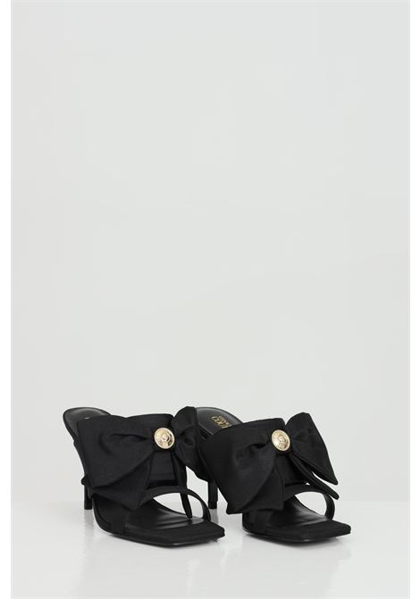 Sandali donna nero versace jeans couture con fiocco e gioiello VERSACE JEANS COUTURE | Party Shoes | E0VWAS7771984899