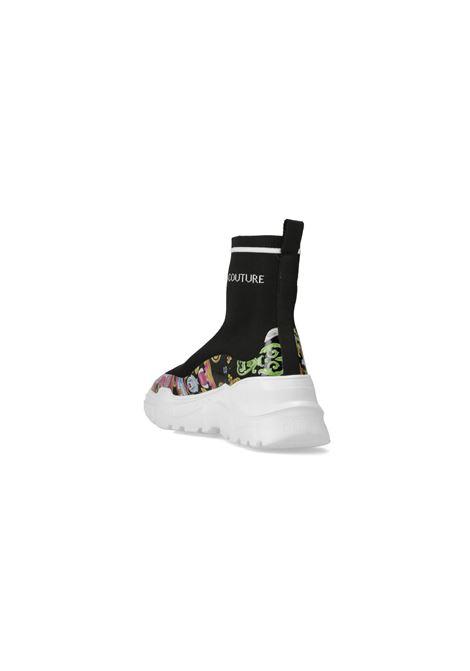 Sneakers donna nere versace jeans couture modello calzino con suola bianca in gomma e stampa barocca VERSACE JEANS COUTURE | Sneakers | E0VWASC571933M09