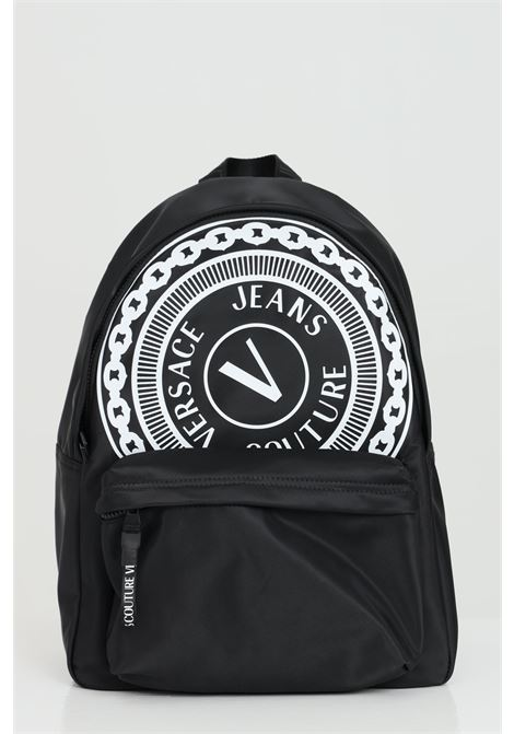 Black backpack with maxi contrasting print. Closure with zip and adjustable shoulder straps. Versace jeans couture VERSACE JEANS COUTURE | Backpack | E1YWAB8171889MI9