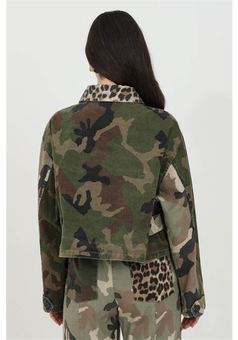 Black jacket in denim with allover camouflage print, short cut, long sleeves. Comfortable model without lining. Vicolo VICOLO | Jacket | DH0013MILITARE
