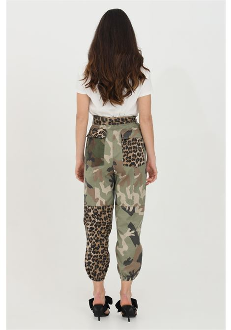 Military pants with curly waist. Animalier print on the pockets. Elastic cuffs. Comfortable model without lining. Vicolo VICOLO | Pants | DH0050MILITARE