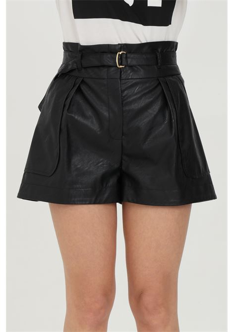 Black shorts in faux leather with waist belt and gold buckle. Waist with loops and side pockets. Vicolo VICOLO | Shorts | TH0010NERO