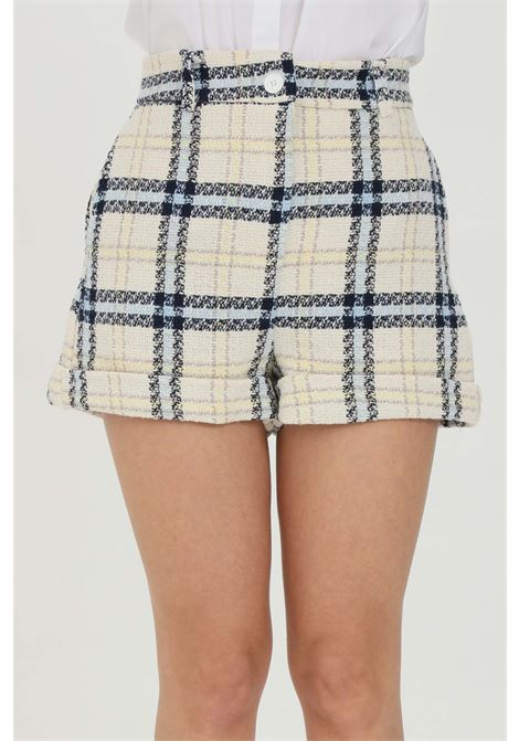 Ivory shorts with high waist and lapels on the bottom. Multicolor tartan print. Zip and button closure. Vicolo VICOLO | Shorts | TH0385AVORIO-BLU-GIALLO