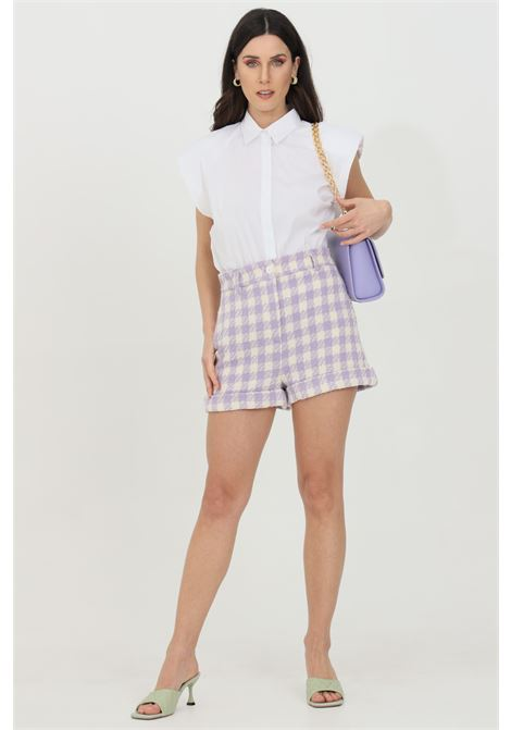 Lilac-ivory shorts with high waist and lapels at the bottom, closure with zip and button. Multicolor print. Vicolo VICOLO | Shorts | TH0522LILLA-AVORIO