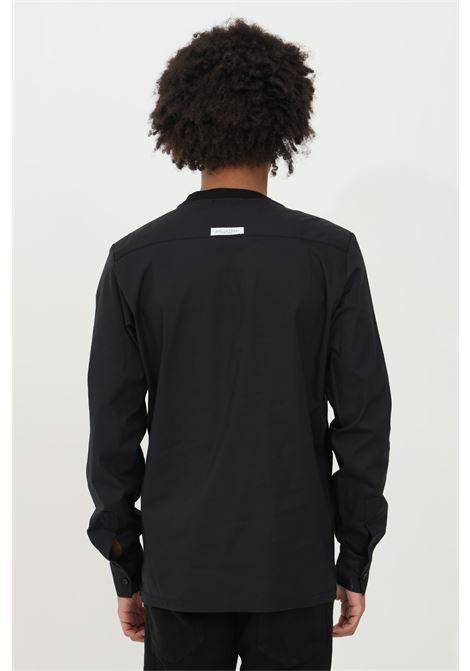 Maglioncino uomo nero yes london con girocollo a costine, bi-tessuto. Maniche lunghe e fondo elastico. Modello comodo YES LONDON | Maglieria | XM3879NERO