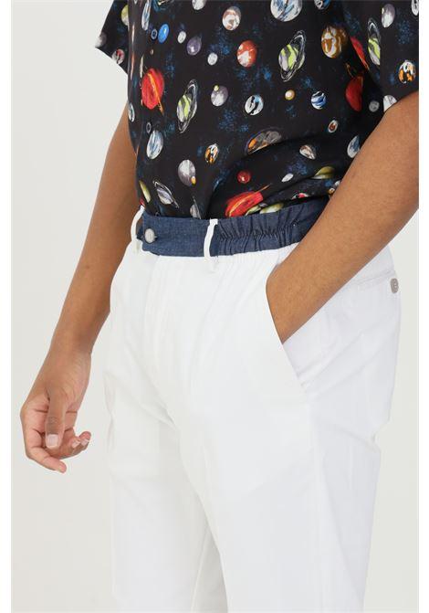 Pantalone uomo bianco yes london casual taglio classico. Vita elastica e tasche laterali. Modello slim YES LONDON | Pantaloni | XP2850BIANCO