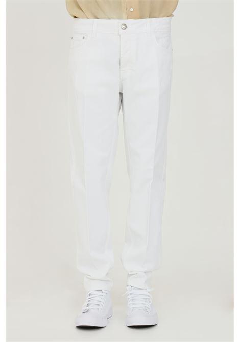 Jeans uomo bianco yes london in denim con dettaglio stemma e chiusura con bottone YES LONDON | Jeans | XP3091BIANCO
