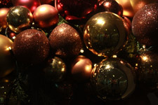 243-christmas-decorations-balls-shiny - Public Domain Pictures