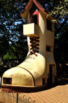 3746-shoe-shaped-building - Public Domain Pictures