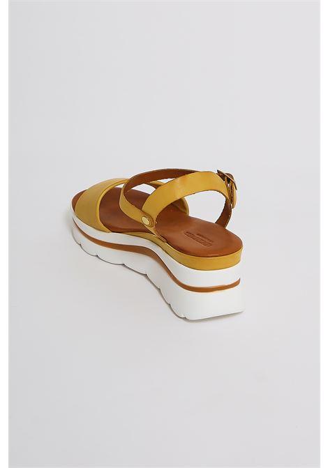 Sandali in vera pelle Vincent Vega VINCENT VEGA | Scarpe | FZ802XLGIALLO