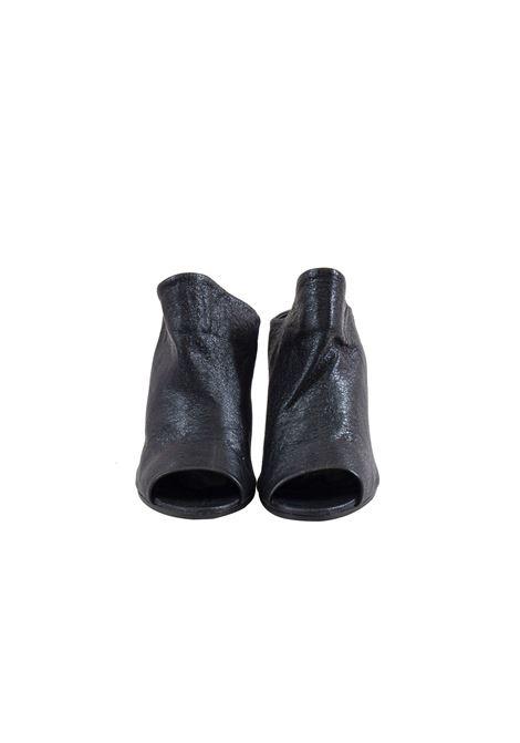 Scarpa spuntata in pelle nera laminata MIMMU | Scarpe | FK256Z101