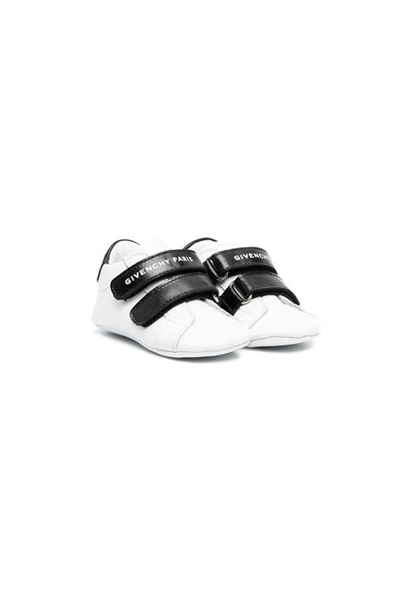 SNEAKERS WITH TEAR GIVENCHY KIDS | Shoes | H9902710B
