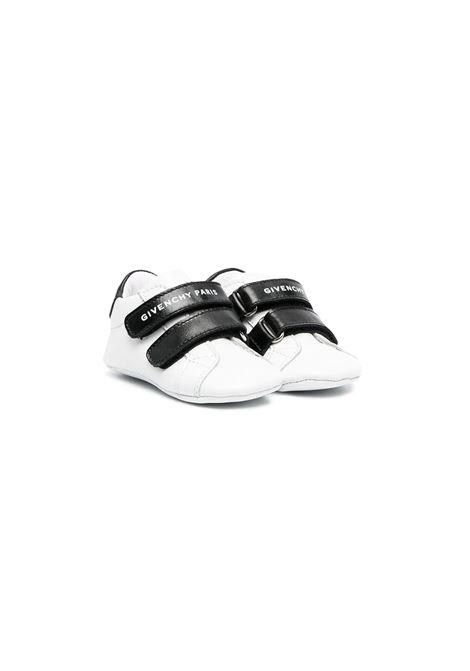 SNEAKERS CON STRAPPO GIVENCHY KIDS | Scarpe | H9902710B