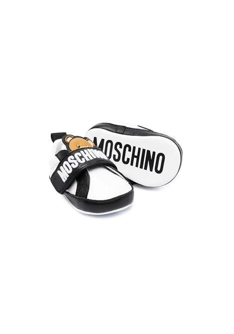 SNEAKERS CON STAMPA MOSCHINO KIDS | 673393