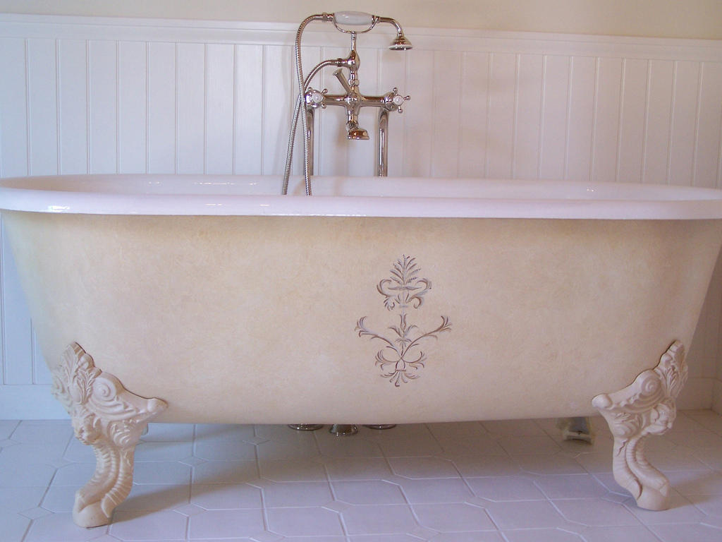 bathtub accent