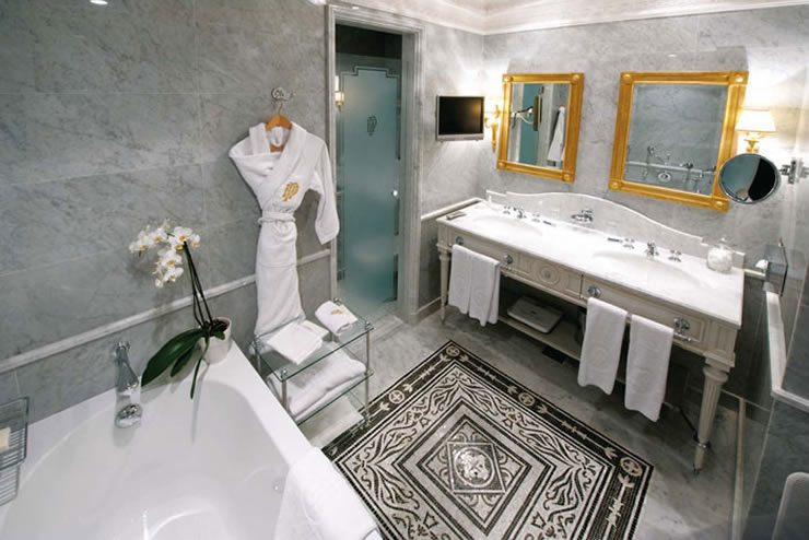 luxury hotel like bathroom