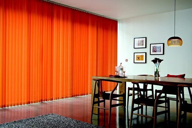 Blinds vs Curtain