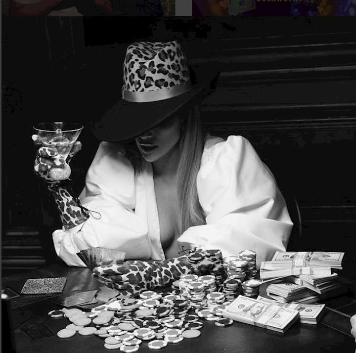 """Prop money in Jlo's """"Dinero"""" music video"""