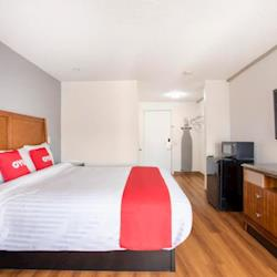 OYO Hotel Palmdale CA - King Bed 1