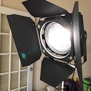 F8 lens and barndoors
