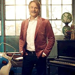 """Celebrity Comedian, Jeff Foxworthy Host of A&E Network's """"What's It Worth""""  Hair and makeup by Meredith Boyd"""