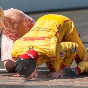 Ryan Hunter-Reay and wife Beccy kiss the bricks after his Indy 500 win